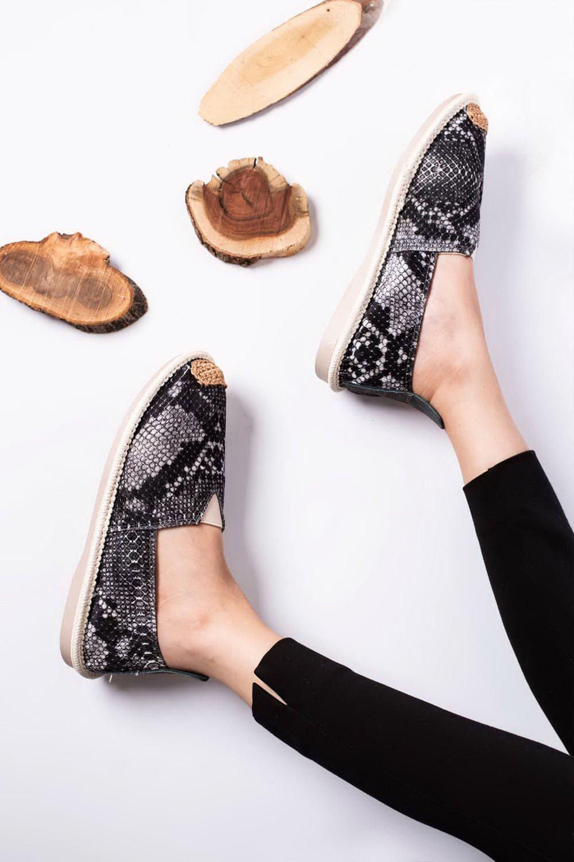کفش اسپرت پلنگی
